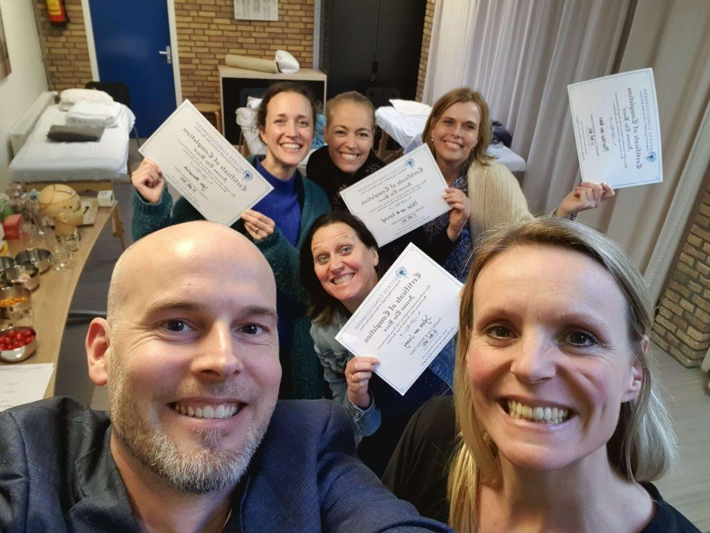 groepsfoto Barsclass deelnemers met certificaat